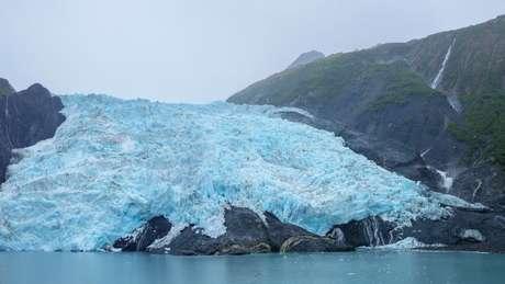 Milhões de toneladas de rocha e gelo podem deslizar para o oceano, produzindo tsunamis, em partes do Alasca