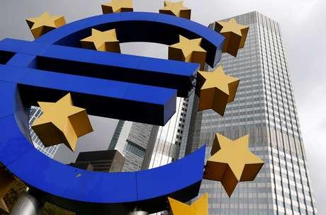 Logo do euro na frente da sede do BCE em Frankfurt.  REUTERS/Ralph Orlowski/File Photo