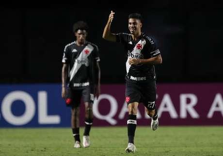 Com um a menos e gol no fim, Vasco vence o Caracas (VEN) e encerra jejum de nove partidas