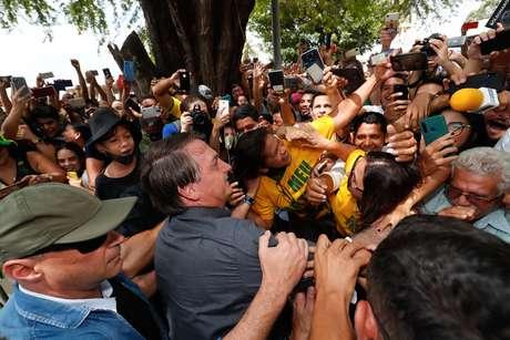 Bolsonaro causou novamente aglomeração em visita ao Maranhão