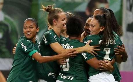 Jogadoras do Palmeiras comemoram um dos gols na vitória no Allianz Parque (Foto: Fabio Menotti/Palmeiras)