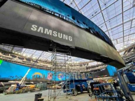 Imagem da fase de instalação do telão (Foto: Divulgação/SoFi Stadium)
