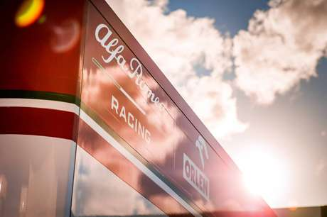 O sol deu as caras no primeiro dia de treinos da Fórmula 1 em Portimão