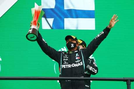 Apesar da facilidade na vitória, Hamilton reclamou de câimbras ao longo da corrida em Portimão