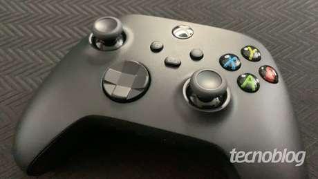 Controle do Xbox Series X (Imagem: Felipe Vinha/Tecnoblog)