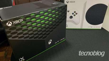 Uma primeira olhada no que vem dentro da caixa do Xbox Series X e Series S (Imagem: Felipe Vinha/Tecnoblog)