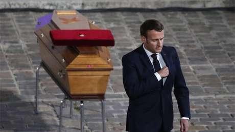 Macron prestou homenagem a Samuel Paty, o professor morto por mostrar desenhos animados de Maomé em uma aula sobre liberdade de expressão