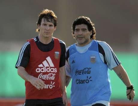 Messi sempre foi comparado a Maradona, mas nunca conquistou título pela seleção argentina (Foto: AFP)