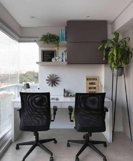 11. Decoração com plantas para varanda com home office – Foto: Archilovers