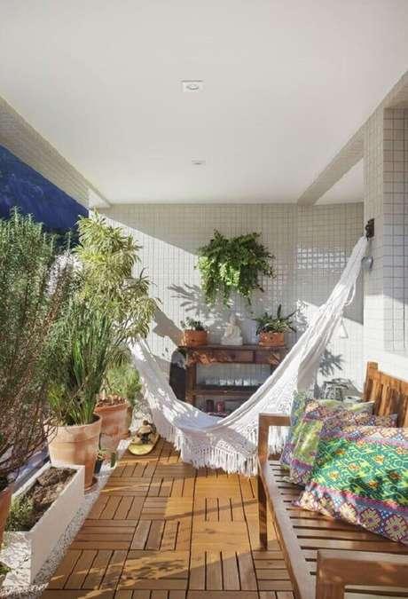 1. As plantas para varanda vão criar um espaço super acolhedor na sua casa – Foto: Muito Mais Arquitetura