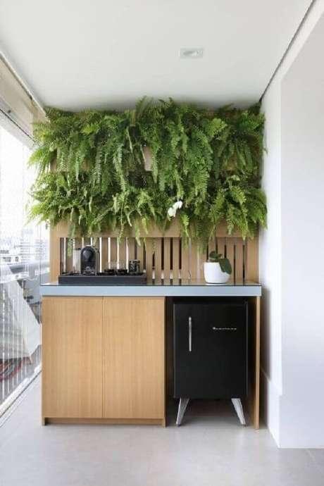 14. Invista em plantas para varanda pequena criando um jardim vertical – Foto: Pinterest