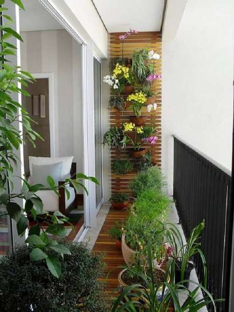 18. Treliça na parede para decoração com plantas para varanda pequena – Foto: Casa de Valentina