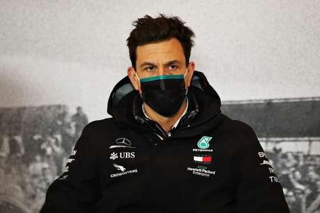 Toto Wolff quer que a Red Bull ao menos tenha a chance de competir