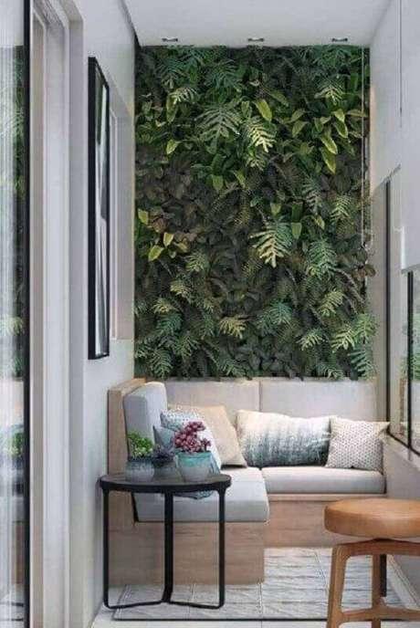 5. Plantas para varanda de apartamento moderno com canto alemão e jardim vertical – Foto: Casa de Valentina