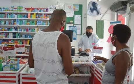 Movimentação em farmácia de Salvador, na Bahia