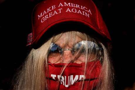 Eleitora de Donald Trump em comício em Newtown, na Pensilvânia