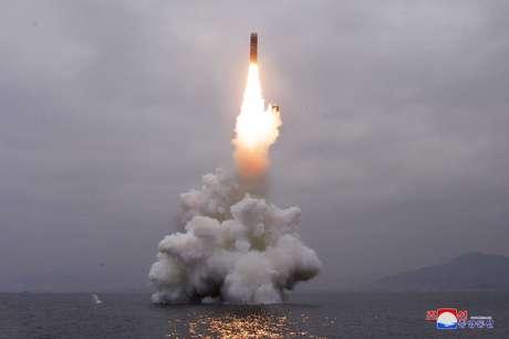 Suposto disparo de mísseis balísticos a partir de submarino norte-coreano 02/10/2019 KCNA via REUTERS