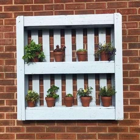 15. Modelo de prateleira de pallet para plantas e vasos. Fonte: Jules Cowley