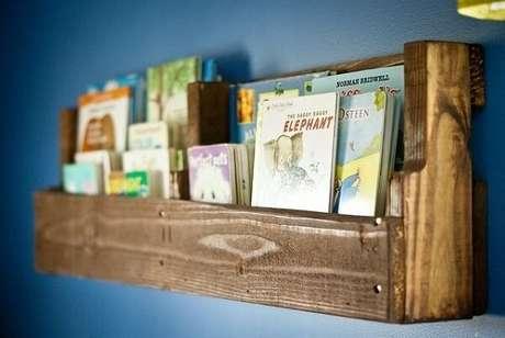 20. Modelo discreto de prateleira de pallet para livros. Fonte: Pinterest