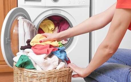 Como lavar roupa: dicas práticas que facilitarão a sua rotina