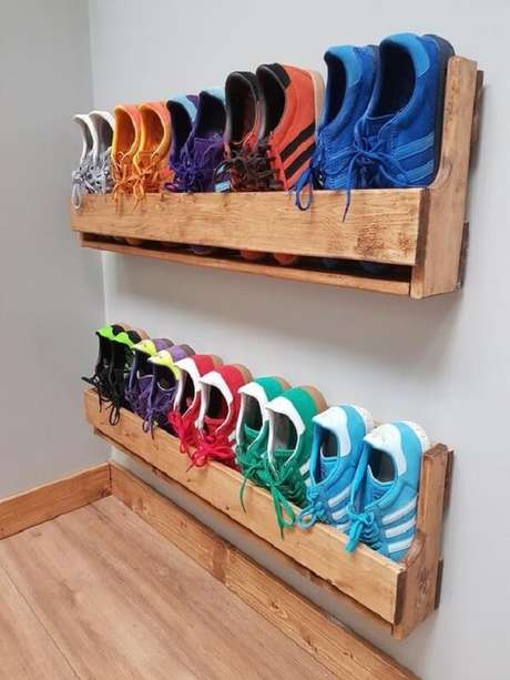 8. Organize os sapatos com a prateleira de pallet. Fonte: Pinterest