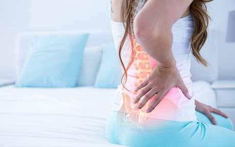 Dor nas costas: descubra os tipos e os cuidados para se prevenir
