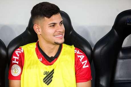 O jogador Bruno Guimaraes do Athletico PR durante a partida entre Athletico PR e Santos