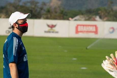 Maurício Souza comanda a equipe sub-20 do Flamengo (Foto: Alexandre Vidal/CRF)