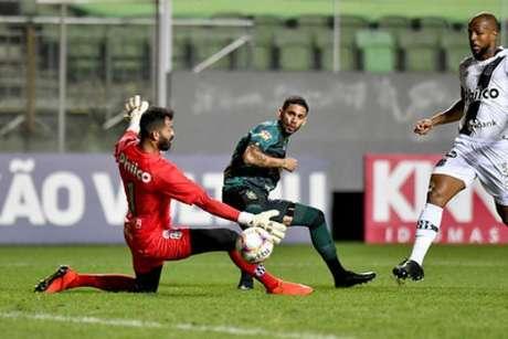 Foi o quarto encontro entre as duas equipes nesta temporada, com vantagem para o Coelho, que venceu duas e empatou outros dois jogos-(Mourão Panda/América-MG)