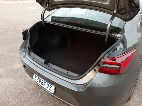 Porta-malas do Caoa Chery Arrizo 6 é o maior da categoria, com 570 litros de capacidade.
