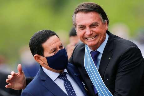 Presidente Jair Bolsonaro ao lado do vice-presidente Hamilton Mourão em Brasília 23/10/2020 REUTERS/Adriano Machado