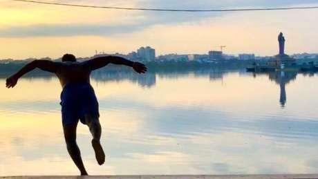 Shiva se tornou uma celebridade local em sua comunidade por conta de seu trabalho