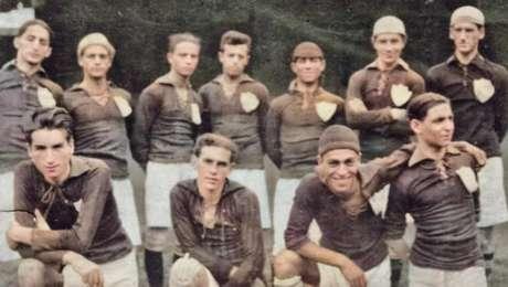 Time da Portuguesa em 1922 com Filó (ajoelhado, no lado direito)