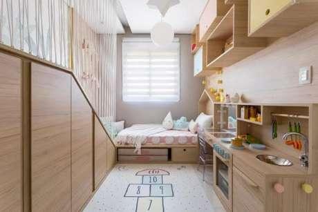 34. Quarto planejado infantil com cabeceira de madeira estilo casinha – Via: Ba Cla Arquitetura Infantil