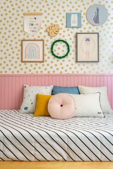 35. Cabeceira infantil de madeira cor de rosa – Via: NaToca Design