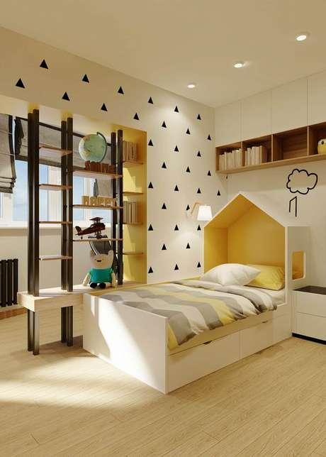 44. Decoração amarela com cabeceira infantil de casinha – Via: Pinterest
