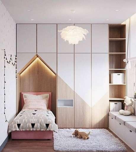 36. Cabeceira casinha com armários planejados – Via: Delight Full
