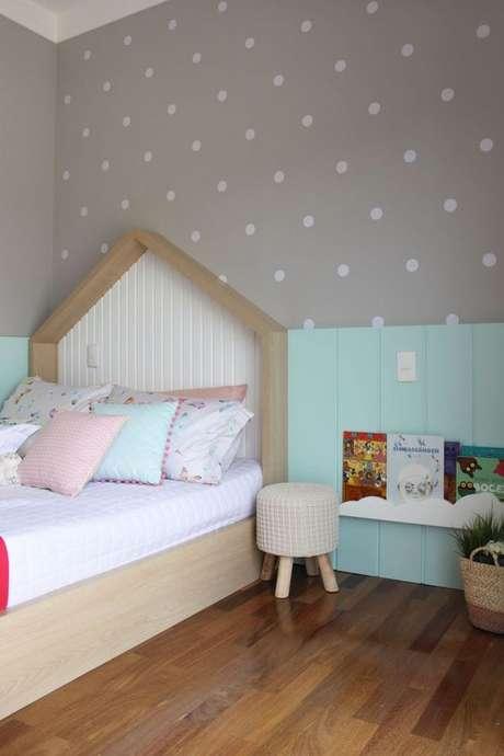 42. Cabeceira infantil casinha simples com decoração personalizada – Via: Antela Guerra Actua