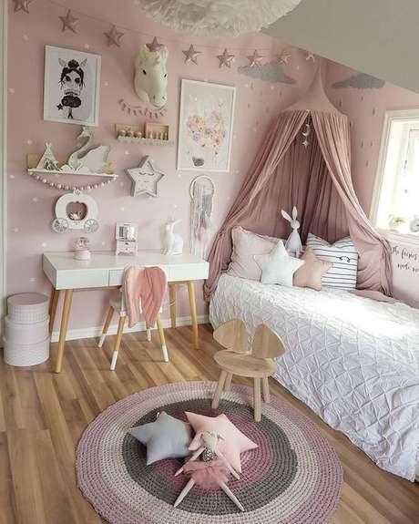 11. Cabeceira com dossel rosa no quarto infantil – Via: Pinterest