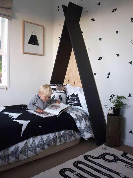 21. Cabeceira infantil preta para cama infantil – Via: Pearson Projects
