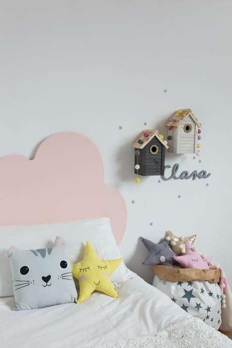 25. Cabeceira infantil rosa em formato de nuvem – Via: Nicolasito
