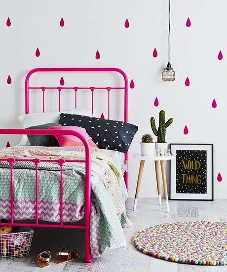 7. Cama de ferro infantil rosa – Via: Pinterest