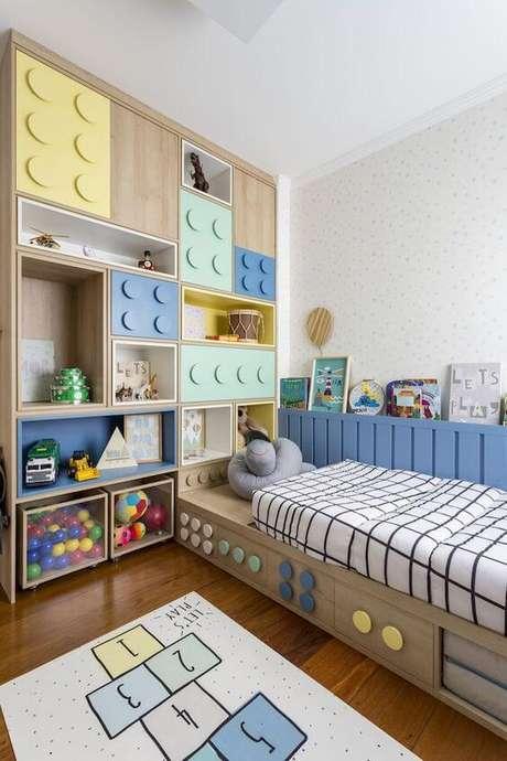 6. Guarda roupa planejada com cabeceira infantil – Via: Pinterest