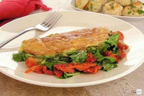 Guia da Cozinha - Rúcula com tomate seco: as melhores receitas para fazer em casa