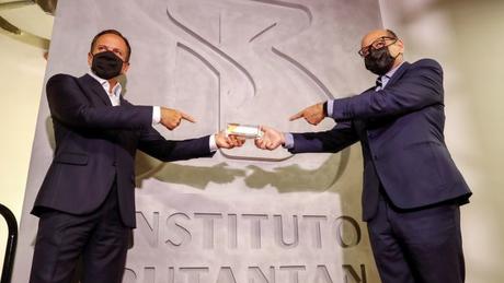 O governador de São Paulo, João Doria, e o diretor do Butantan, Dimas Covas; parceiro da Sinovac, instituto paulista esteve no centro de confusão sobre vacina nesta terça-feira (10)
