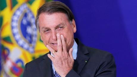 'Morte, invalidez, anomalia. Esta é a vacina que o Dória queria obrigar a todos os paulistanos tomá-la', escreveu Bolsonaro em rede social