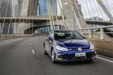 Volkswagen Golf GTE: roda 50 km no modo elétrico e agora pode ser alugado na Unidas.