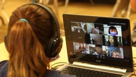 Em aulas nas quais não é obrigatório manter a câmera ligada, é difícil analisar a reação não verbal dos estudantes e sentir se eles aprenderam ou não