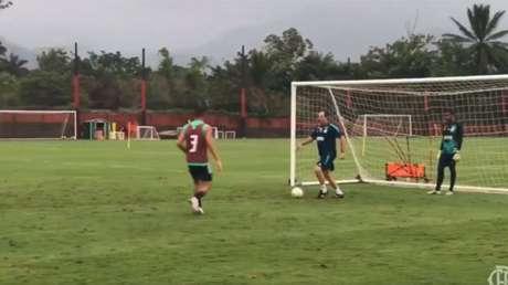 O treinador Rogério Ceni participa da atividade no Ninho do Urubu (Foto: Reprodução Twitter Flamengo)