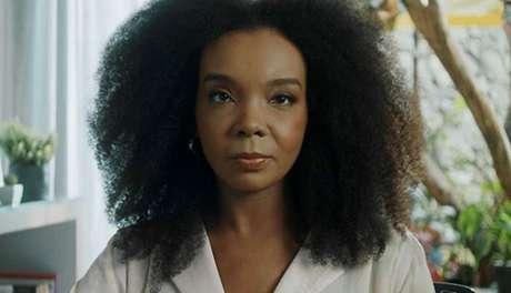 Thelma Assis usa a fama para combater o racismo e promover a causa feminista
